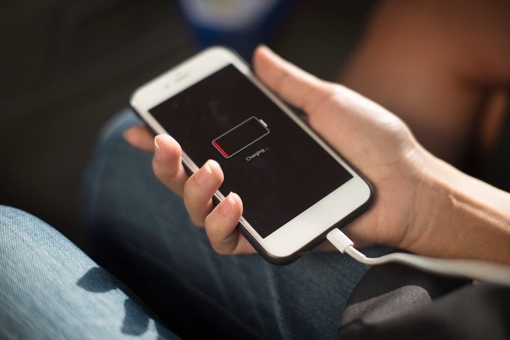 iPhone mit leerem Akku